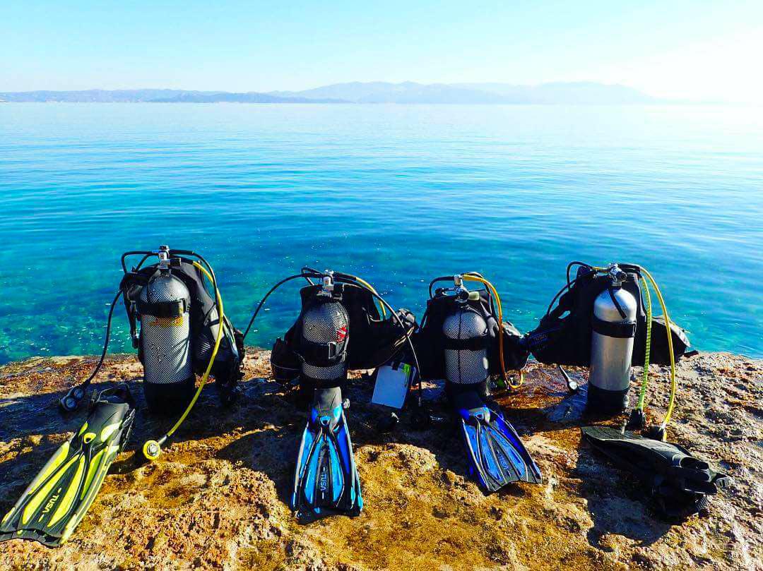 scuba-diving-tanks-blue-sea